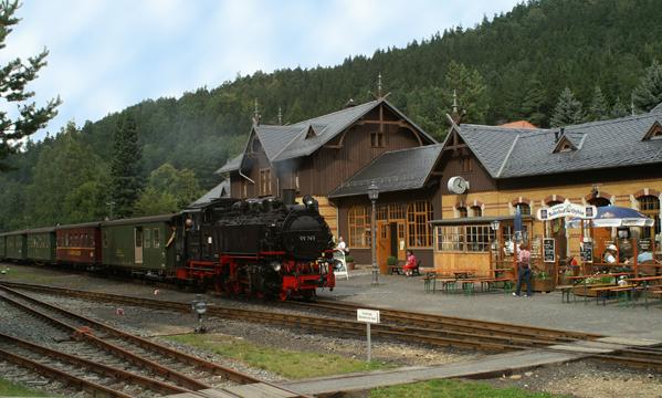 Die historische Verbindung nach Zittau - Hotel · Bahnhof Oybin © Lauschevideo